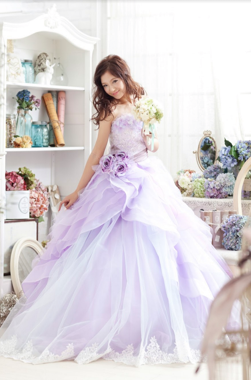 パープルのウエディングドレス