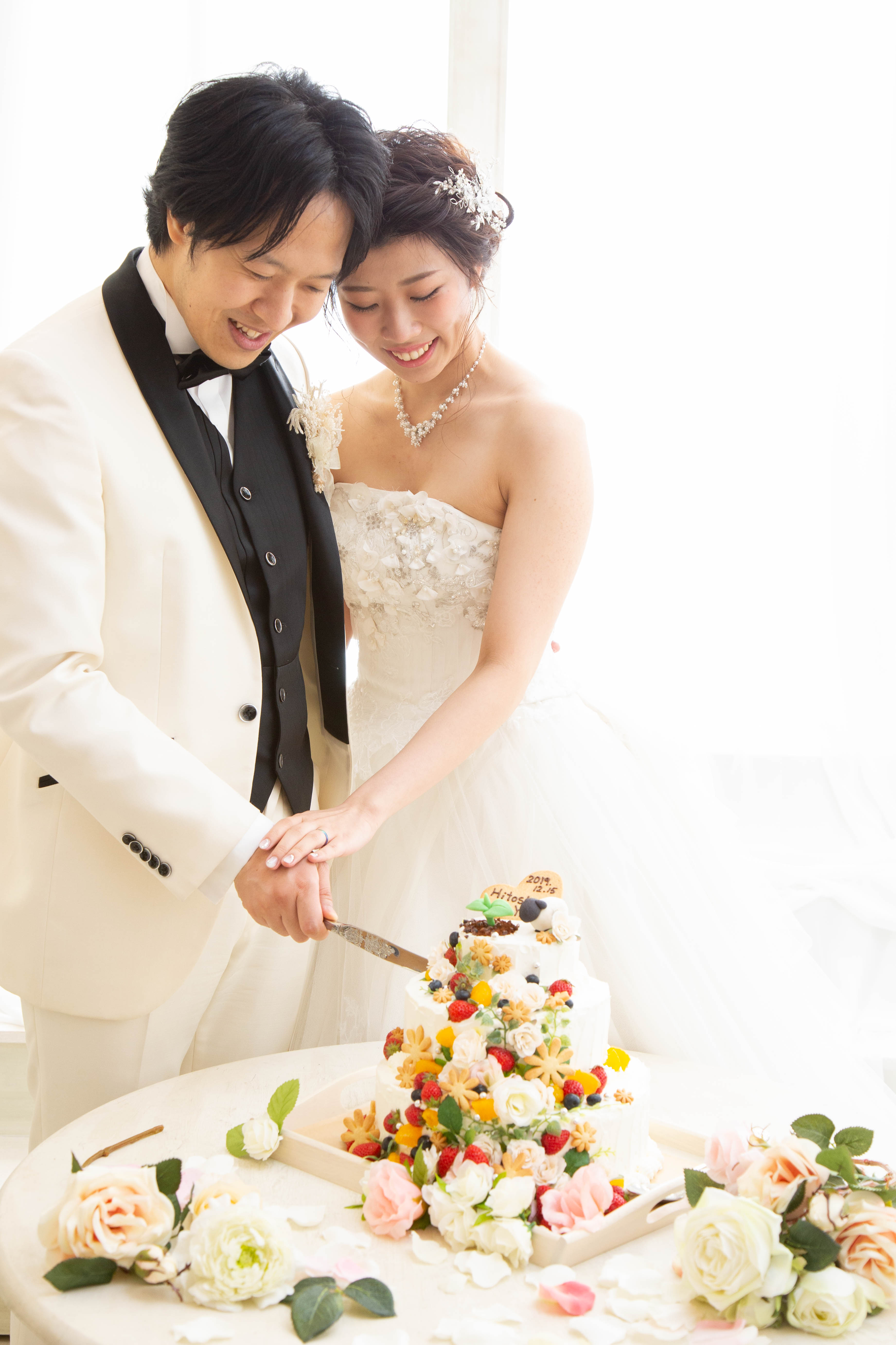 彩るケーキのファーストバイト シーン